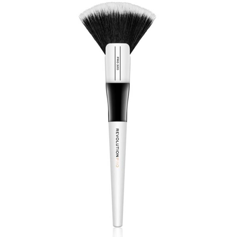 pensula pentru iluminator-320 Large Fan Brush Makeup Revolution PRO